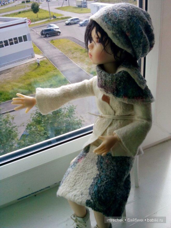 костюм из шерсти и павловопосадских платков. Юбка, пиджак, шляпка и валеночки.