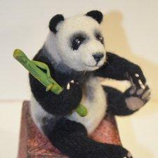 Панда. Игрушка в технике сухое валяние