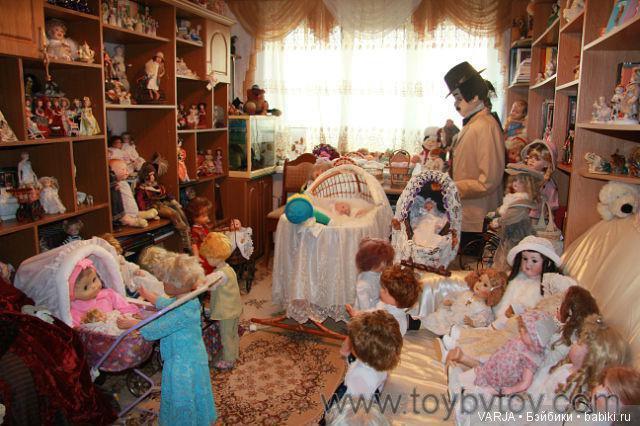 Как же кукол поселить??? Варианты хранения наших красавиц