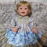 Снижение цены. Платье и две резиночки для кукол Lee Middleton 56-58 см.