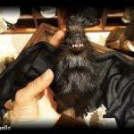 Темно-коричневая летучая мышь вампир авторская подвижная скульптура