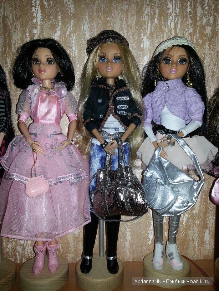 Знакомая по предыдущему топику Палома в розовом платье, оригинальная паричковая Мел, прошитая мною, и а-ля Аризона - Мел в в ее обличье. Аризон у меня тоже нет, темноват скинтон для меня, я вообще считаю, что Мелроуз в этом плане идеал - если ее сделать блондинкой, то получится сильно загорелая голубоглазая девушка, а если добавить черные волосы и темные очи - настоящая восточная женщина! Но это чисто мое мнение))