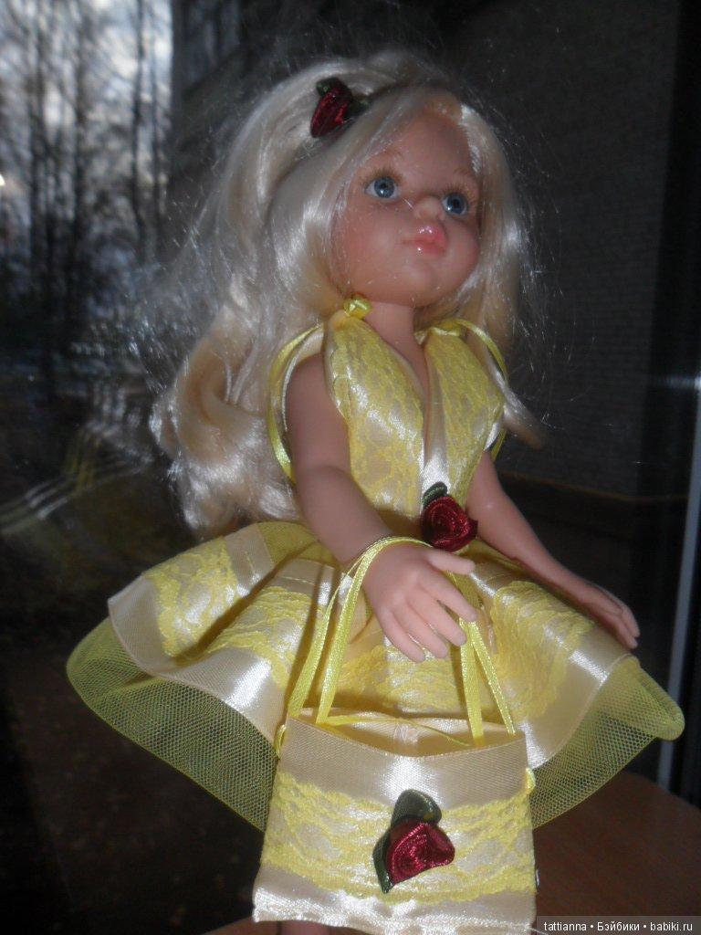 Платье для куклы Одуванчик