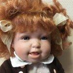 Кукла Андреа с игрушкой