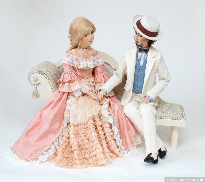 будуарные куклы на диване