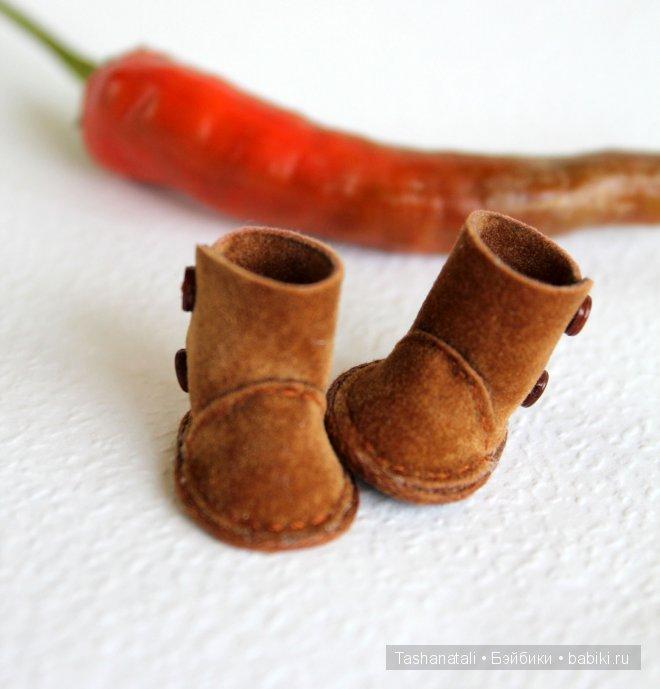 """Сапожки-угги """"Кайенский перец"""". Ultrasuede (двусторонняя иск. замша), вощеный шнур. Длина стельки 1,8 см. Декоративные микро-пуговки."""