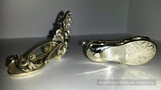 выполнены из серебра, украшены натуральным жемчугом