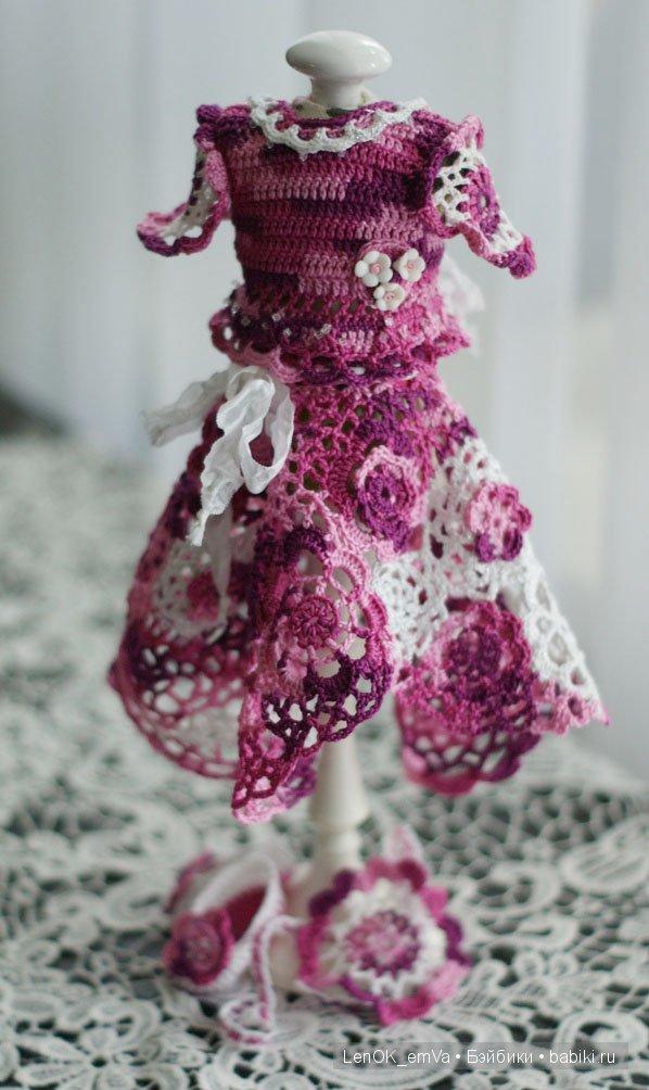 """Вязаный наряд """"вишня в сахаре"""", манекен на куколку от Дианы Эффнер"""