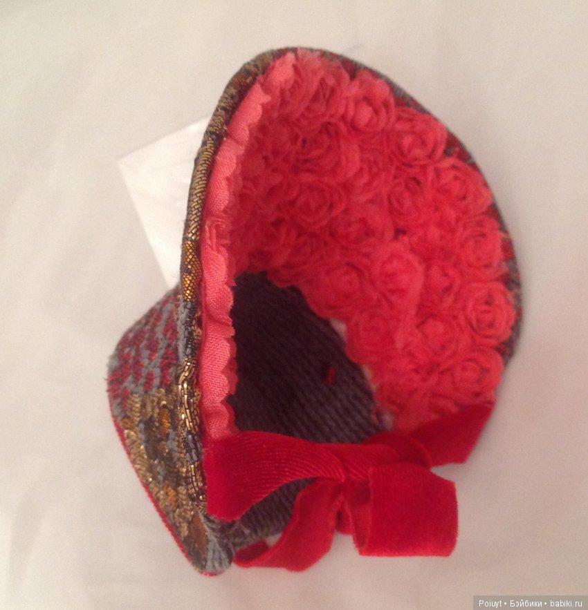 Eеще несколько ракурсрв шляпки, подойдет под серую и красную одежду