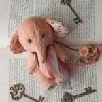 Слоник тедди, символ богатства и благополучия