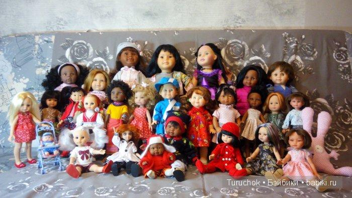 Ломаю деревянный пол, и нахожу под полом и за обивкой стен деревянные ящики с куклами.