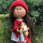 Кукла MIA CASE, шатенка в красном, 30 см, Nines