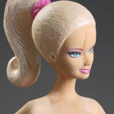 Деревянная скульптура Барби