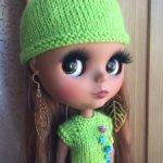 Зеленый комплект с шапочкой + босоножки + серьги.