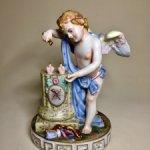 Антикварная фарфоровая статуэтка. Каподимонте . Италия .