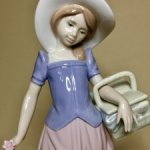 .Девушка с корзинкой .  Lladro . Испания