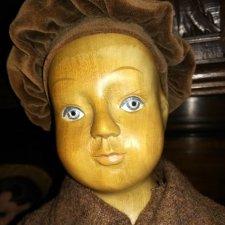 Винтажная деревянная кукла.