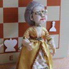Тётушка Ладья - классная дама в школе Белых пешек