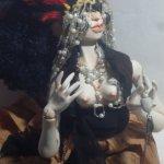 Эльвира Великая, Госпожа Суккуб. Шарнирная кукла