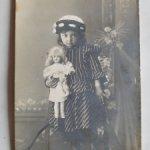 Фотография с  русской антикварной куклой .Девочка с куклой .Царизм
