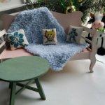 Диванчик с подушками
