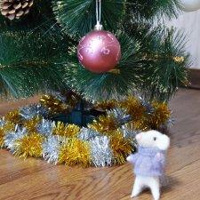 Мышонок и новогодний шар