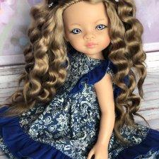 Красивая девочка Маника в наряде