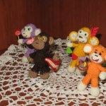 Озорные обезьянки ручной работы. Игрушки вязанные крючком