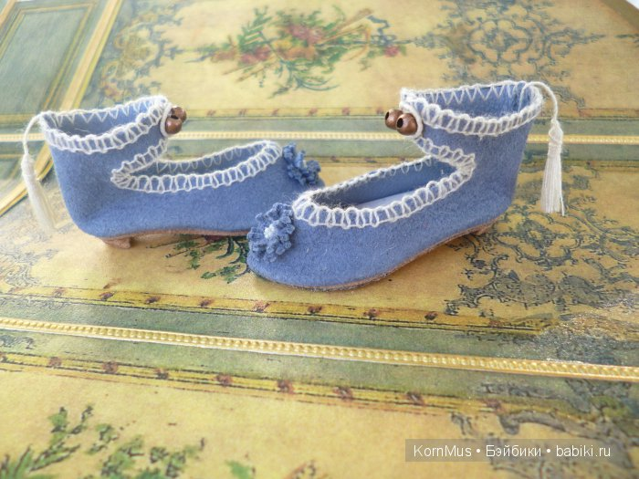 Маленькие замшевые туфли для куклы с каблуком, длина 46 мм