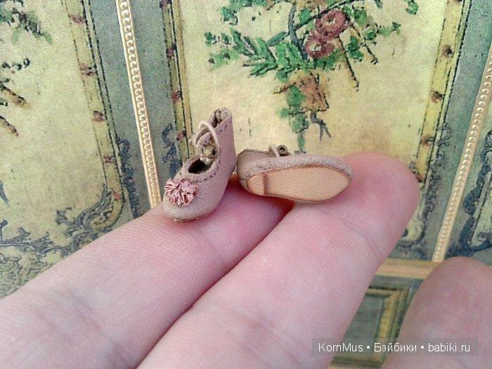 Крошечные кожаные туфельки для куклы, длина 16 мм