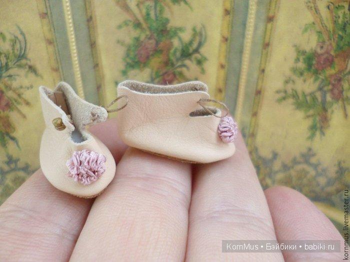 Крошечные кожаные туфельки для куклы, длина 26 мм