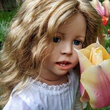Инес от Ute Kase Lepp и тюльпаны