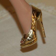 Красивые, качественные туфли на каблуках.
