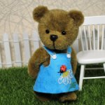 Медвежонок-девочка Кирочка .