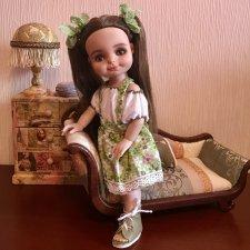 Малышка от Роберта Тоннера в собственной гостиной
