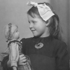 Девочки из прошлого, и их куклы
