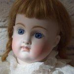 Ранняя кукла Кестнер с головкой из очень светлого фарфора для французского рынка.