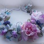 Венок из шелковых цветов