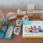 Деревянные игрушки.Кукольная семья со своей мебелью.