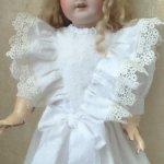 Белоснежное хлопковое чайное платье для кукол ростом от 50-55см.