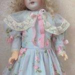 Платье для кукол ростом от 55-60см.