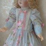 Платье для кукол ростом от 50-55см.
