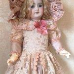 Нарядное платье с гипюровой отделкой для антикварных кукол и реплик 55-60см роста.