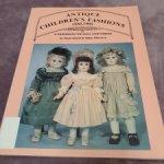 Винтажная книга по истории одежды для антикварных кукол