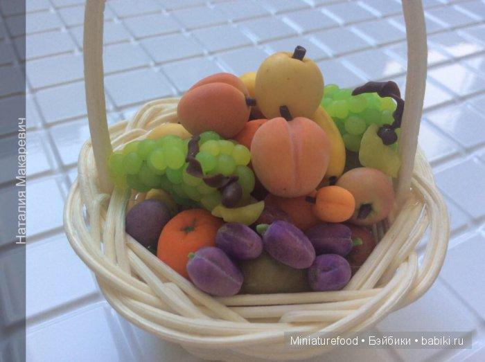 Корзина с фруктами для кукол