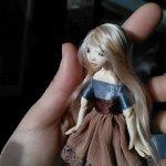 Шарнирная кукла Холи передаёт всем приветы