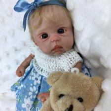 Миниатюрная кукла Алиса. Автор  Ольга Кохановская