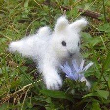 Забавный и очень ласковый кролик валянием Sweety