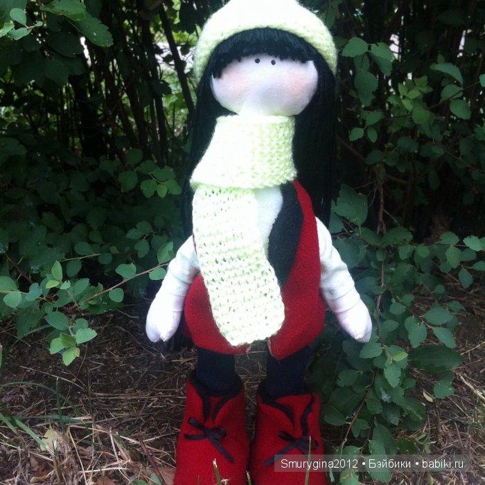 Интерьерная текстильная кукла большеножка Лиза! Рост 33 см. Пошита из хлопка и драпа. Исполнена в четырех цветах( мятный, салатный, синий и красный). Одета в рубашку, джинсы, жилет, шапочку,шарф и ботиночки.