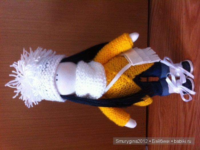Интерьерная кукла ручной работы малышка Соня! Рост 29см. Одета в джинсы, кардеган, шапочку, шарф-хомут , ботиночки, а так же есть сумочка через плечо.